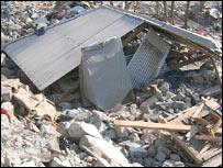 Los escombros de la casa de Naqsha en el campo de refugiados de Kamsar.
