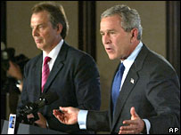 UK Prime Minister Tony Blair (l) and US President George W Bush (file photo)