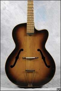 La primera guitarra de Paul McCartney