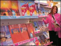 BBC NEWS | Business | Travel agent to shelve brochures
