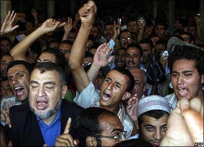 Muslims condemn the Pope at al-Azhar Mosque in Cairo, Egypt