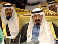 الملك السعودي عبد الله بن عبد العزيز وولي عهده في افتتاح قمة الرياض الخليجية-9-12-2006