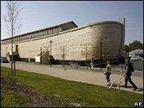 На випадок кінця світу у голландця буде Ноєв ковчег.  Відео.