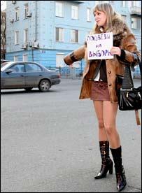 В некоторых регионах избирателей зазывали на выборы весьма экстравагантными способами. Фото Русской службы Би-Би-Си