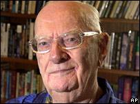 Writer Arthur C Clarke dies at 90