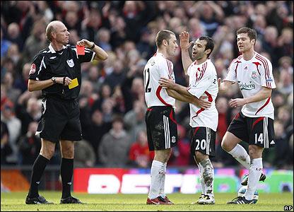 69342781 Okkar menn mættu vígreifir til leiks gegn Man Utd á Old Trafford í morgun og  freistuðu þess að vinna fyrsta sigurinn ...