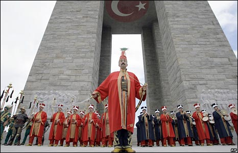 Turkish soldiers perform at the Turkish memorial on  Anzac Day