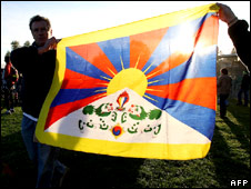 Protesters holding a flag of the Tibet Government in Exile