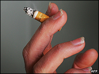 Mano con cigarrillo
