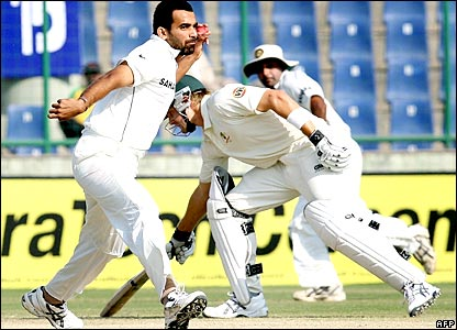 BBC SPORT | Cricket | India v Australia photos