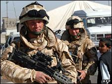 British soldier in Basra (17 December 2008)