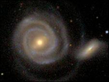 Galaxy hunt draws massive traffic