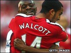 Abou Diaby and Theo Walcott celebrate