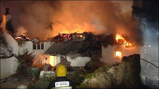 Bbc News Uk England Devon Thatched Roof Destroyed