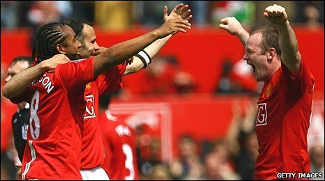 Anderson, Ryan Giggs and Wayne Rooney celebrate winning the title