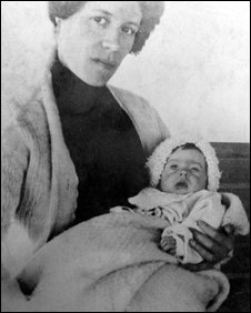 Bbc News Uk England Hampshire Last Titanic Survivor Dies At 97
