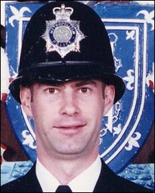 BBC News - How police car chase led to death on duty