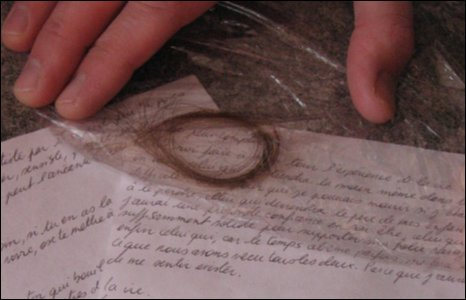 BBC NEWS | UK | England | Cornwall | French love letter found on beach