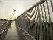 Bbc News Bridge Anti Fall Fencing Tested