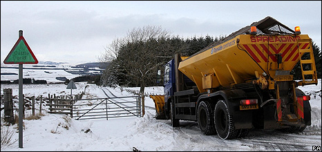 Putting Grit In Its Place >> Bbc News How Exactly Do You Grit A Road