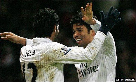 Eduardo (right) scored the winner for Arsenal