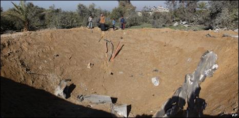 BBC News - Three Palestinians killed in Israeli air strike ...