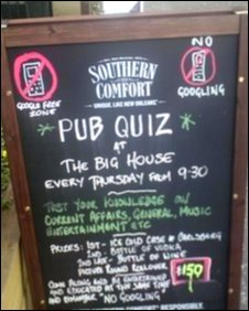 BBC News - Should phones be banned from pub quizzes?