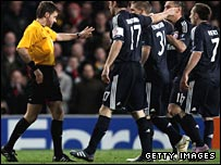 Bayern Munich players protest to referee Nicola Rizzoli