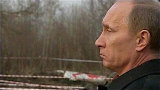 BBC News - Vladimir Putin visits Smolensk crash site